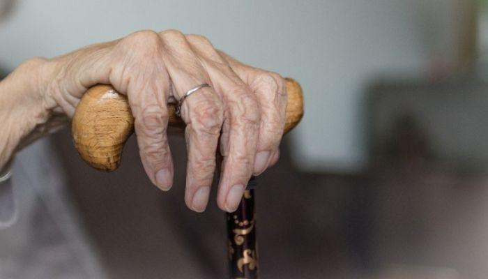 На Алтае мужчина до смерти избил тростью своего 92-летнего отца