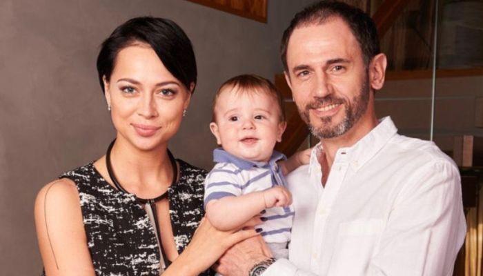 От меня и моей семьи: Самбурская опубликовала семейное фото