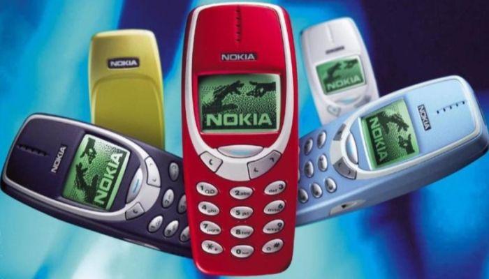 Слайдеры, раскладушки, кнопочные: какие телефоны были в начале нулевых