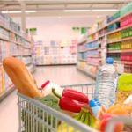 Почти половина россиян стала тратить на продукты больше денег во время карантина