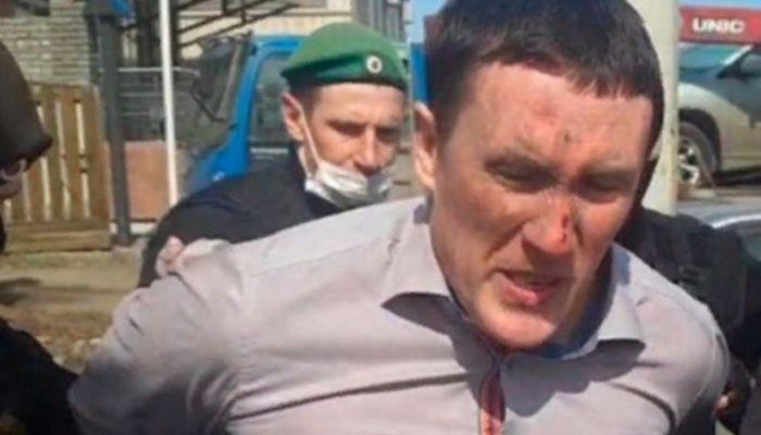 После конфликта с судебными приставами алтайского депутата увезли в психушку
