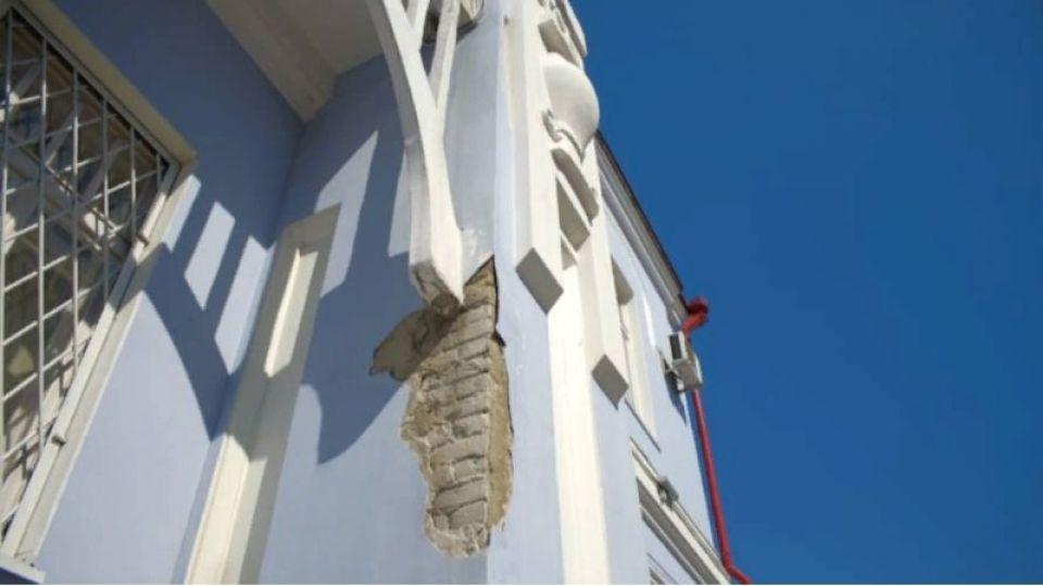 Памятник архитектуры в Бийске осыпается после недавнего ремонта