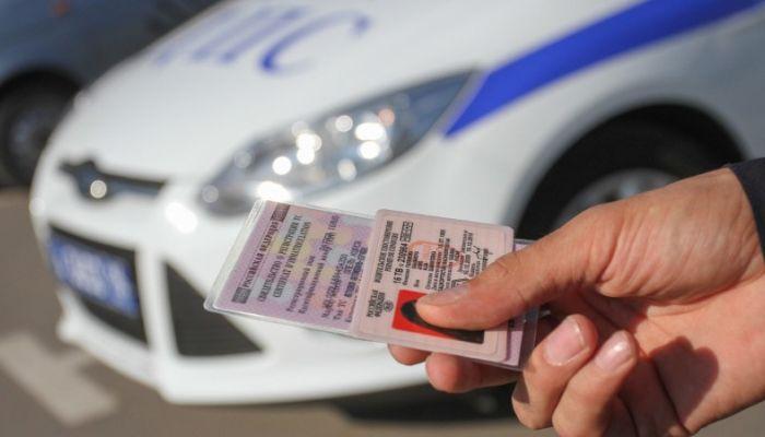 В России автоматически продлят просроченные водительские права