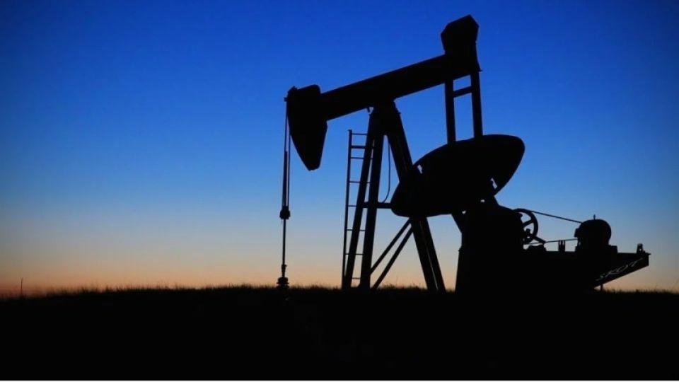 """Впервые в истории: эксперты объяснили последствия """"обнуления"""" цены на нефть"""