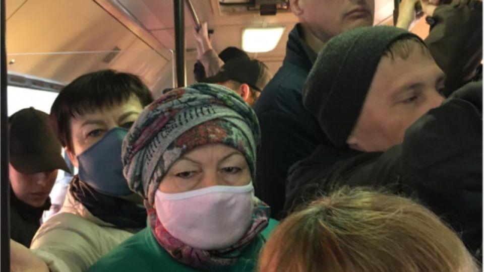 После жалоб в соцсетях власти Барнаула изменят график автобусов в час пик