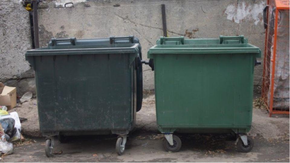 Жители Алтайского края задолжали почти 300 млн рублей за вывоз мусора