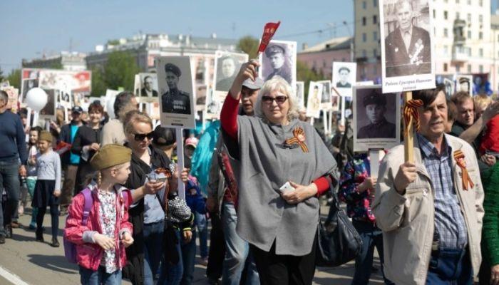 Путин пообещал провести Бессмертный полк и парад Победы, но позже