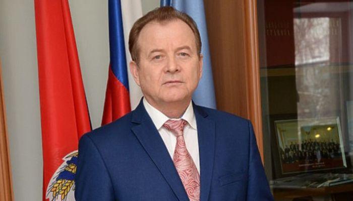 Суд оштрафовал и забрал права у главы Октябрьского района