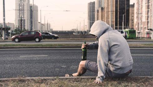 Не спиться на карантине: нарколог Барнаула назвал главные приметы алкоголизма