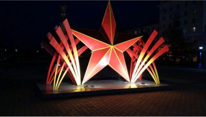 Огромная красная звезда появилась в центре Барнаула