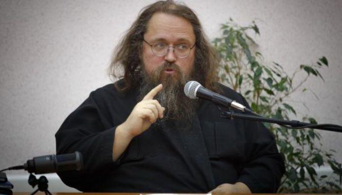 Протодиакон-бунтарь Кураев отреагировал на запрет патриарха Кирилла на служение