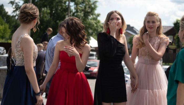 В России школьные выпускные проведут в традиционной форме