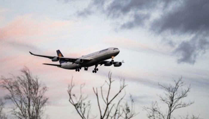 Самолет SSJ совершил экстренную посадку в Шереметьево