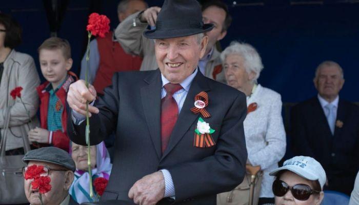 Алтайские ветераны получили по 50 и 75 тысяч рублей в честь юбилея Победы