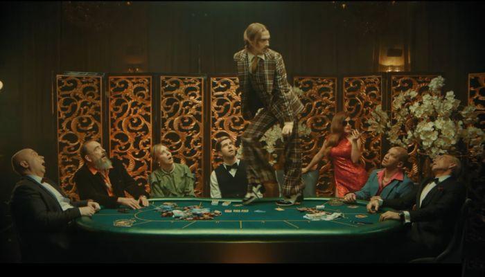 Гудков, казино и карандаши: Little Big показала новый клип
