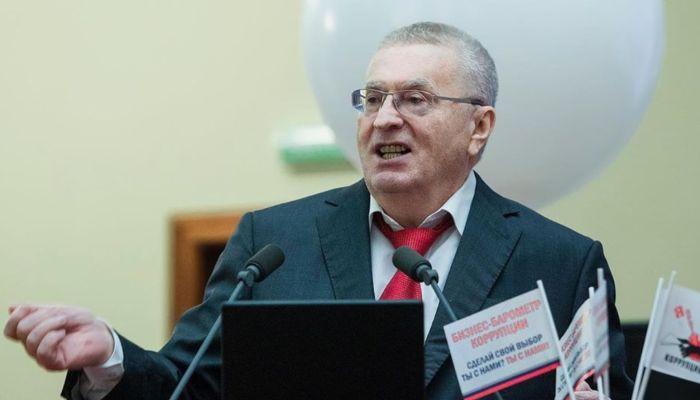 Жириновский предложил урезать число депутатов в России ради соблюдения дистанции