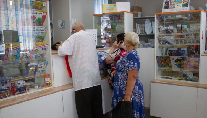 Пожилые барнаульцы стояли в очередях за пенсией из-за увольнения почтальонки