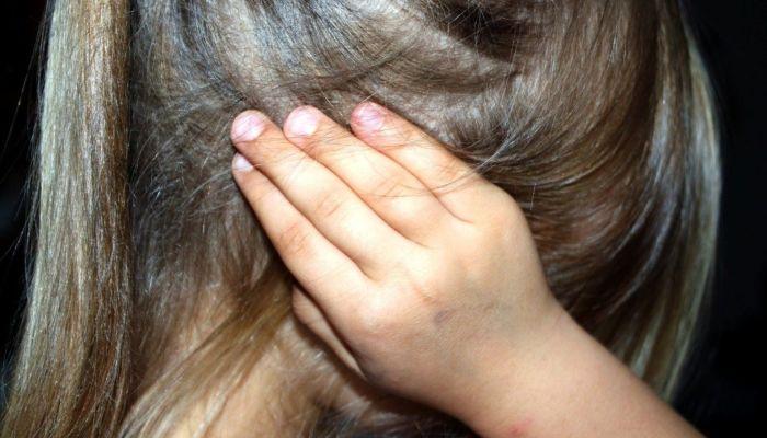 Бил ногами: на Алтае судят мужчину за издевательства над приемными детьми
