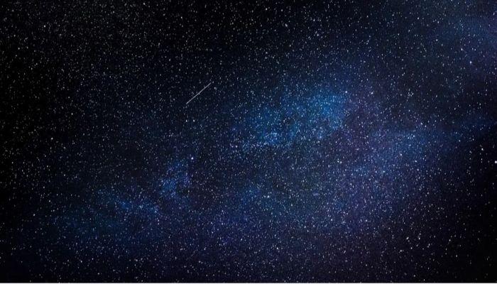 Словно включили фонарь: в небе над Сибирью пролетел метеорит
