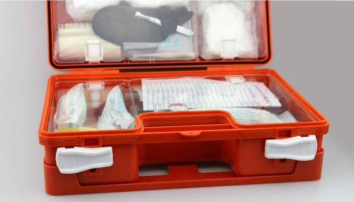 Первая помощь: что обязательно должно быть в домашней или дачной аптечке