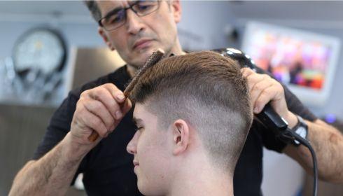Соцконтракты для парикмахерских и салонов красоты продлят из-за эпидемии