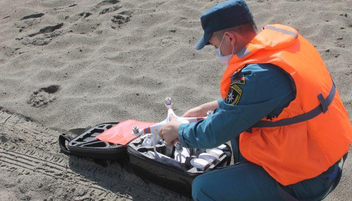 Спасатели пересчитали купальщиков на диких пляжах Барнаула с дрона