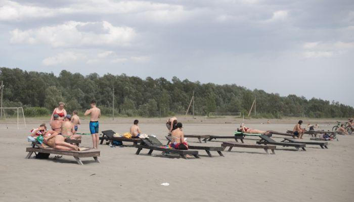 Барнаульцы не стали дожидаться открытия сезона и рванули на городской пляж