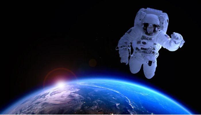 Рогозин озвучил новые сроки высадки российских космонавтов на Луну