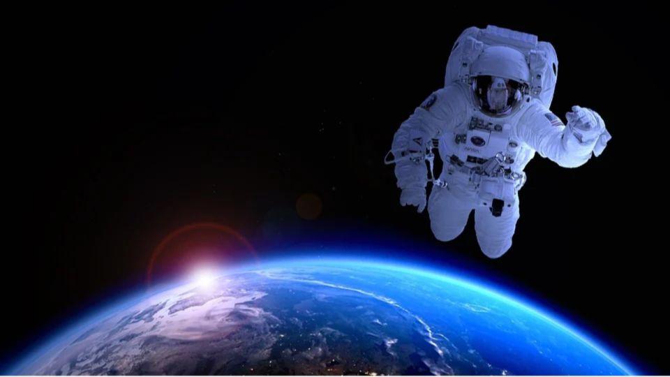 Космос. Луна. Космонавт