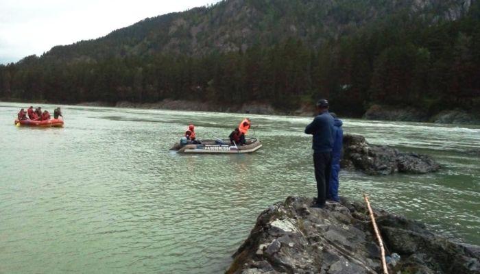В Горном Алтае несколько дней ищут утонувшего в Катуни подростка