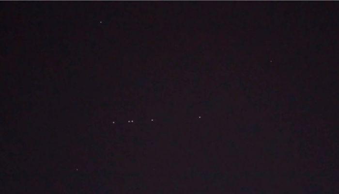 Сибиряки увидели в небе космический поезд Илона Маска