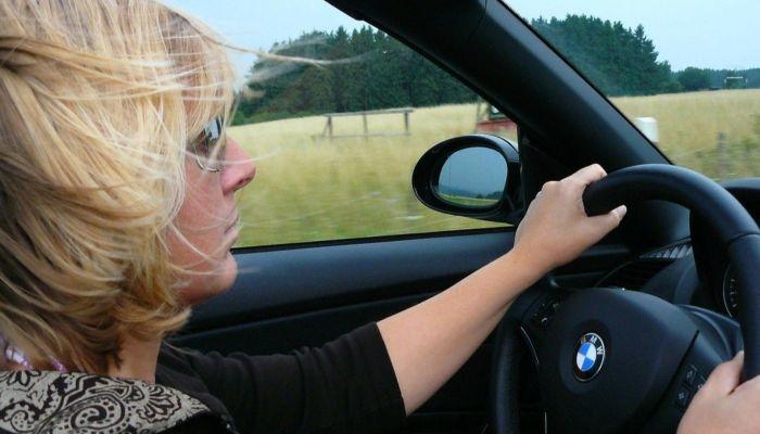 Попытка №2: женщина-водитель снова насмешила барнаульцев