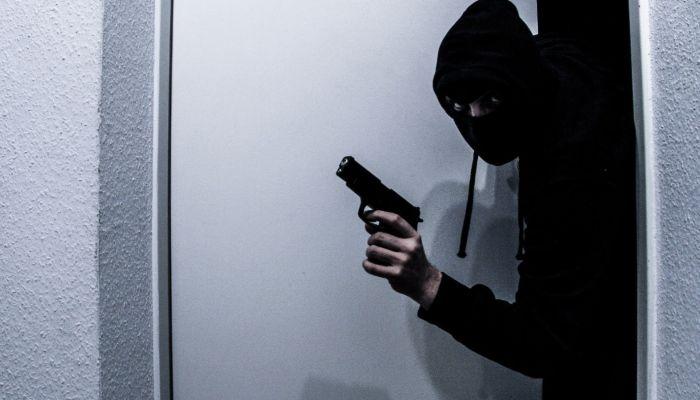 Связал девушку скотчем: задержан рубцовский грабитель офиса микрозаймов
