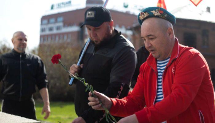 Барнаульским десантникам пригрозили за возложение цветов во время карантина