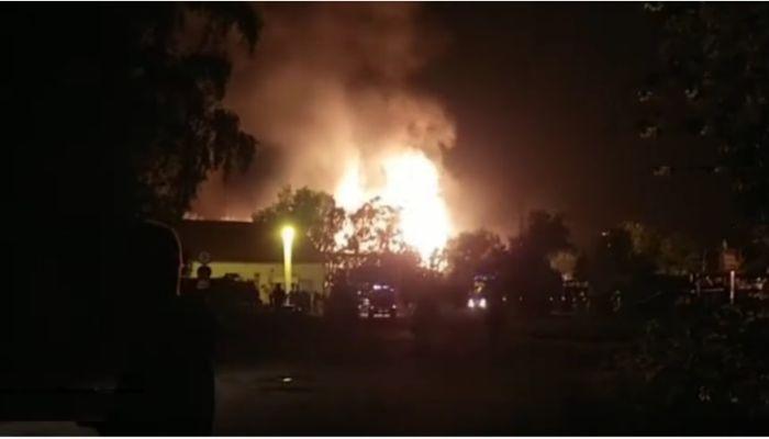 На видео попали первые минуты после взрыва на газовой станции в Казани