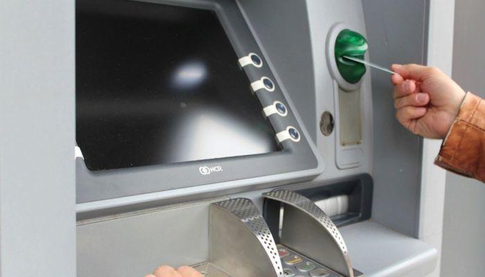 В России начал действовать закон об отмене банковского роуминга