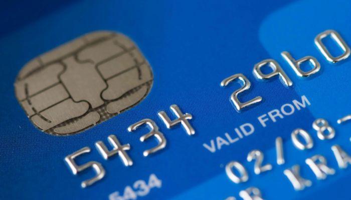 В России выпуск банковских карт могут сделать платным