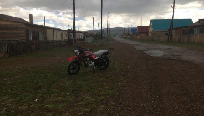 На Алтае 17-летний парень на мотоцикле сбил двух девочек
