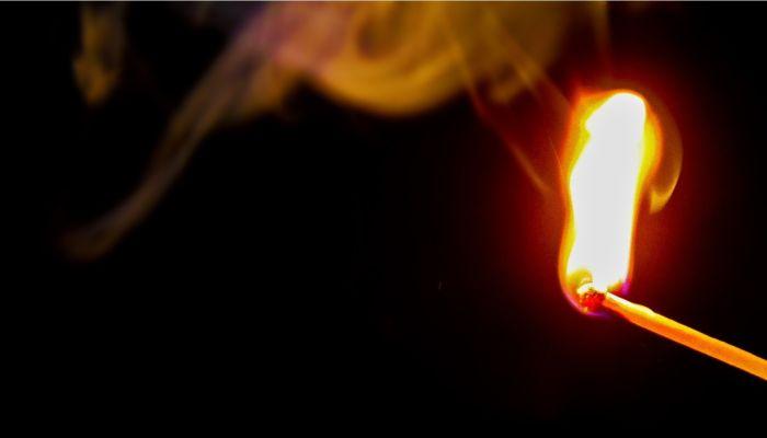 Житель Алтайского края заживо сжег мать после совместного застолья
