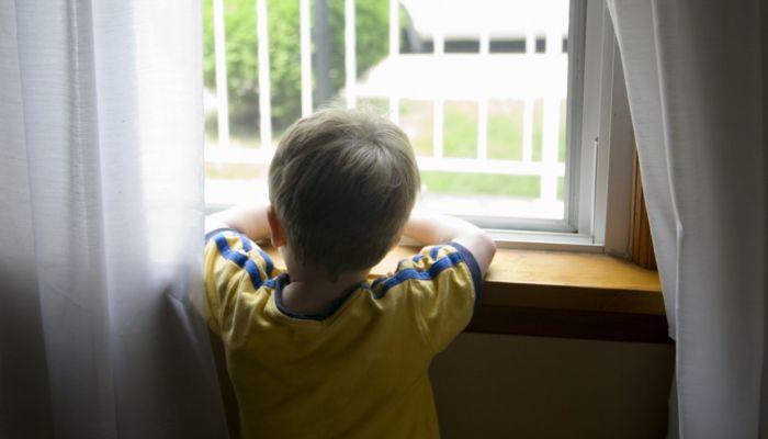 Россиянка бросила четверых детей одних дома на несколько дней