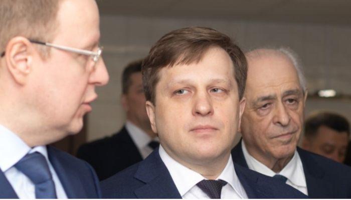 Губернатор Томенко и министр Попов поздравили алтайских медиков с праздником