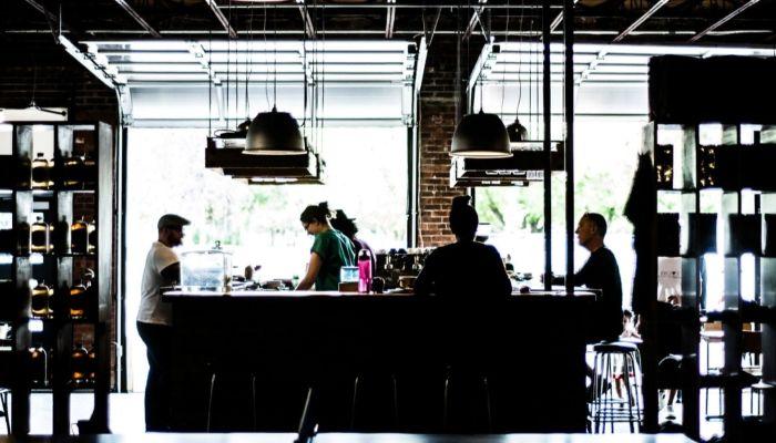 Работники сферы общепита требуют открыть кафе и рестораны на Алтае