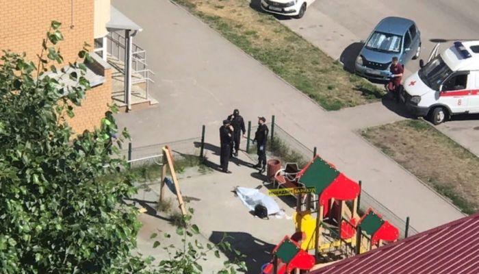 Труп мужчины обнаружили на детской площадке в Барнауле