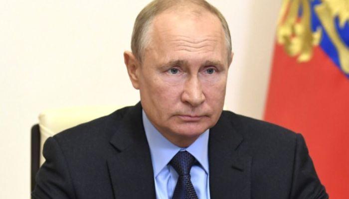 Путин продлил стимулирующие выплаты медикам, которые борются с коронавирусом