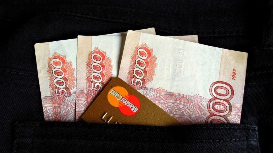 Власти Алтайского края назвали число предприятий, где задерживают зарплату