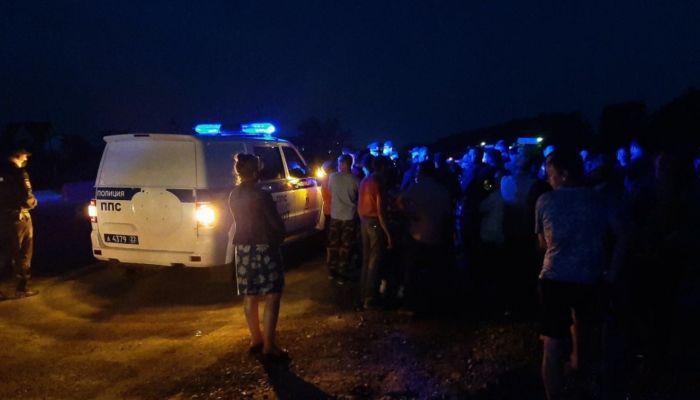 Десятки человек в знак протеста перекрыли трассу под Барнаулом