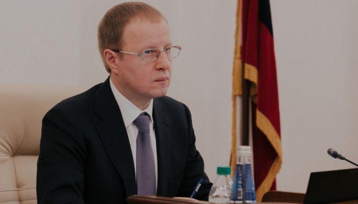 Всегда идите вперед: губернатор поздравил жителей края с Днем молодежи