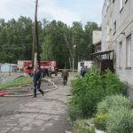 Огонь уничтожил крышу многоквартирного дома в алтайском райцентре