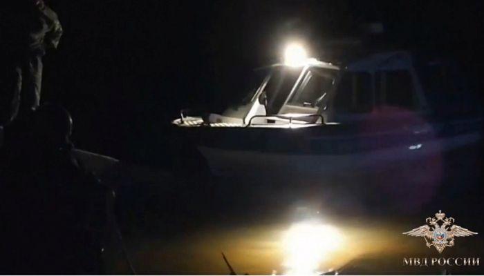 Тонувших в Оби мужчин спасли барнаульские полицейские