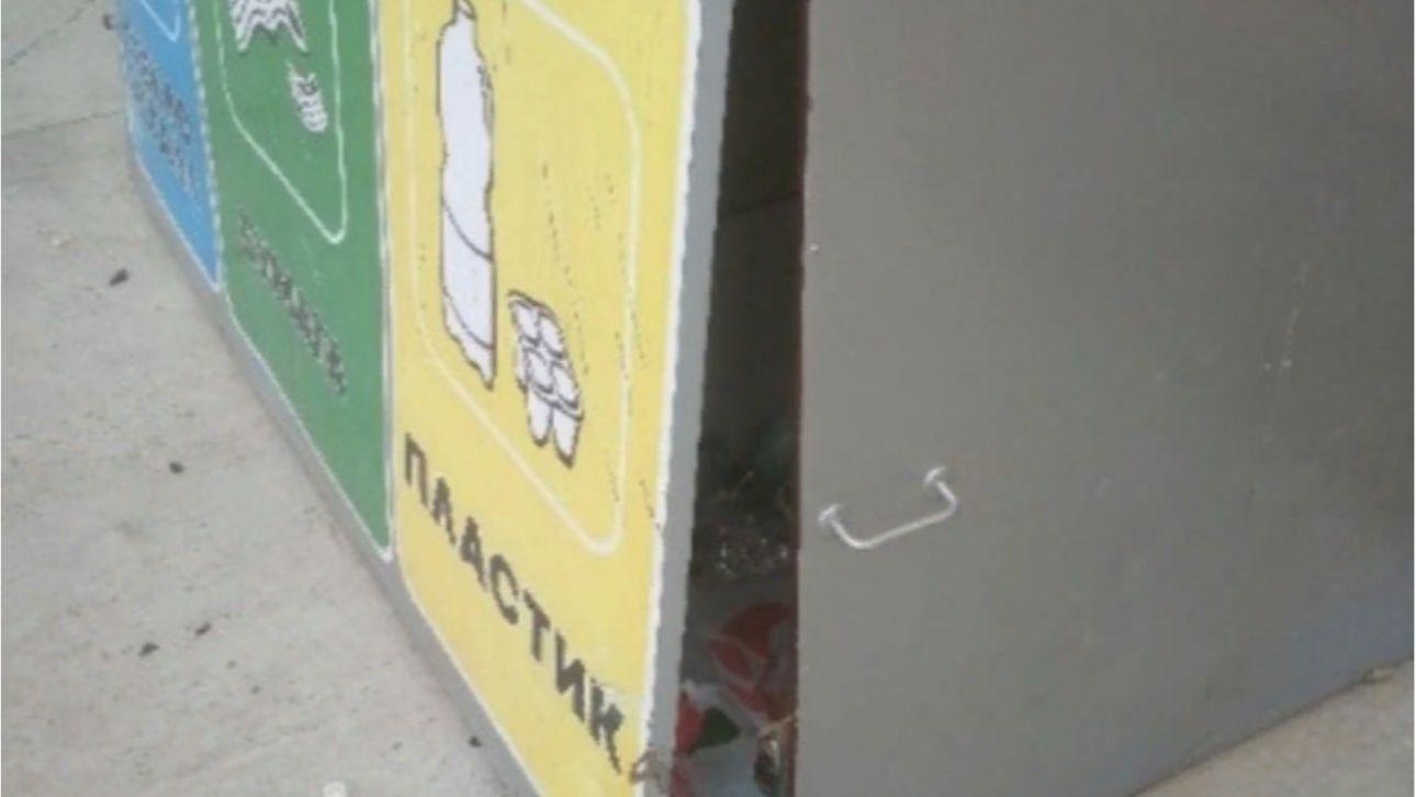 Детвора сломала контейнер для раздельного сбора мусора в Барнауле